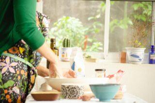 Nada más rico que cocinar en tu espacio soñado y con tu delantal Holalola, sin duda alguna la perfecta combinación👌🏻👩🏼🍳 #quierounholalola