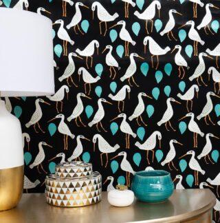 Los wallpapers de Holalola junto a @creativewalls.official es lo que necesitás para diseñar, resaltar y transformar con nuestros diseños el ambiente y la decoración de cualquier espacio🖤✨