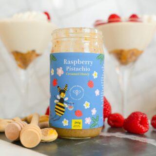 Mañanas deliciosas con nuestra miel de RASPBERRY PISTACHIO junto a @pollen_keepers🤤🍯 ¿Con qué te gustaría acompañarla? #quierounholalola